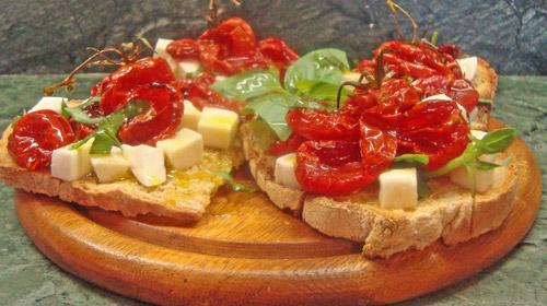 A typical fresh dish: the bruschetta