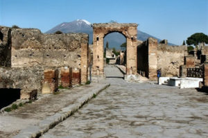 Visit the ruins of Pompeii with Lentino private driver