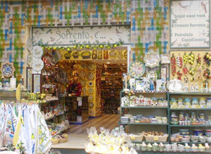 Visits traditional workshops of Sorrento with Lentino private driver